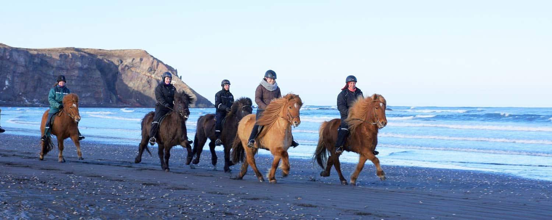 Rider längs med kusten till Norra Ishavet