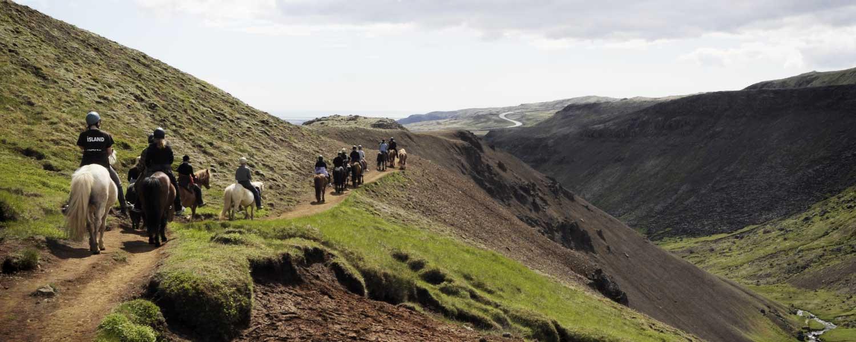 Rider på bergskanten av berget Reykjafjall