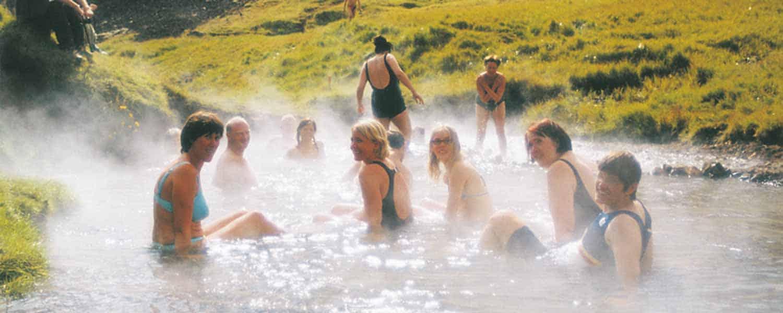 Ridpaus i dalen Reykjadalur med sina varma källor där vi passar på att ta ett dopp i en varm bäck.