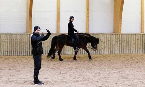 Ridlektion på islandshäst