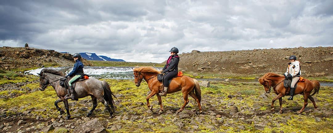 ridresa mellan floderna Island